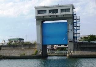 TRM)多摩川の主な構造物【水門...